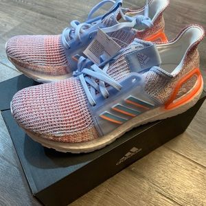 Adidas women's UltraBoost 19 running sneaker Size9